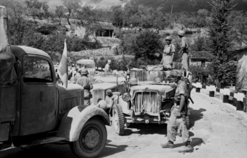 Les troupes de la Luftwaffe en Italie - Page 2 6864tu10