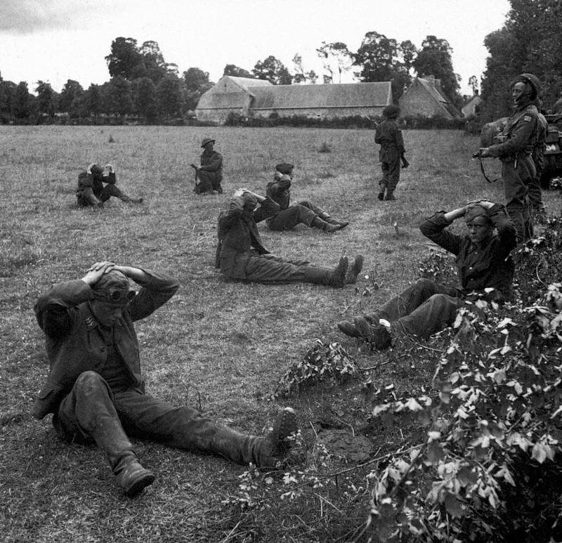 Les troupes de la Luftwaffe en Normandie - Page 2 713