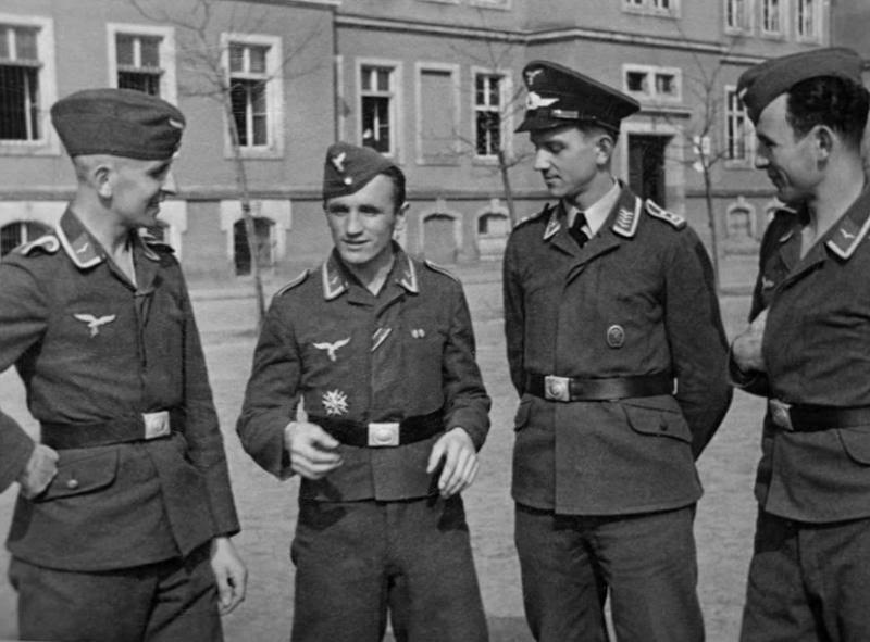 Schirmmütze de la Luftwaffe - Page 2 797910