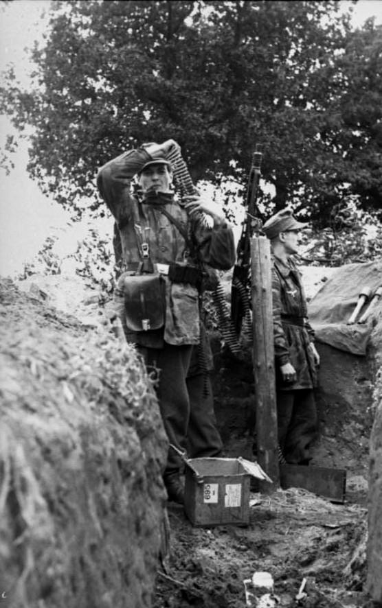 Soldats de la Luftwaffe - Page 2 80010