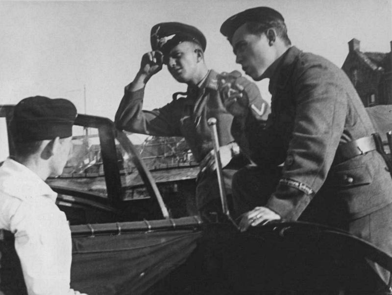 Schirmmütze de la Luftwaffe - Page 2 88b10