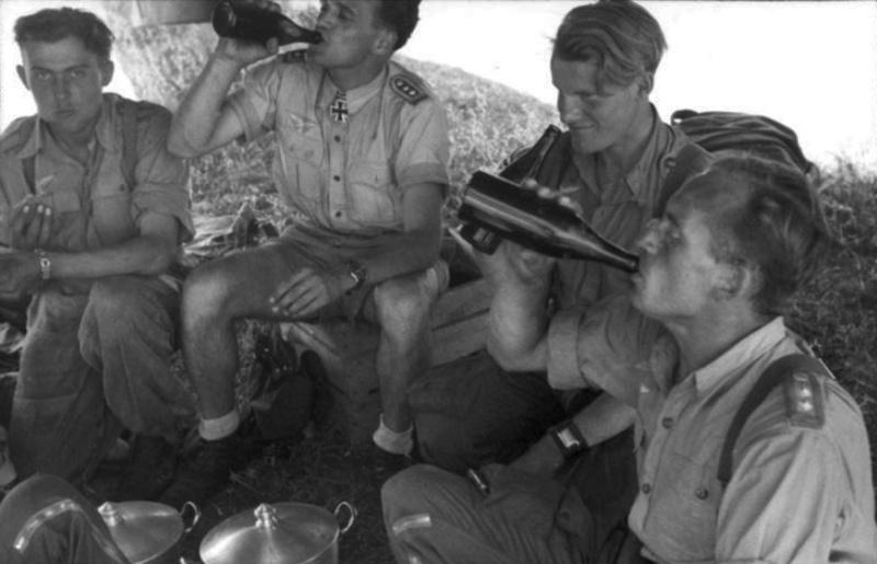 Les soldats de la Luftwaffe au repos ! - Page 2 Bouffe10