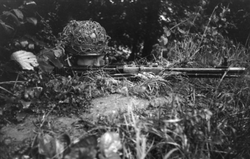 Les troupes de la Luftwaffe en Normandie - Page 4 Camo1110