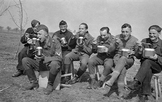 Les soldats de la Luftwaffe au repos ! Estfgs10