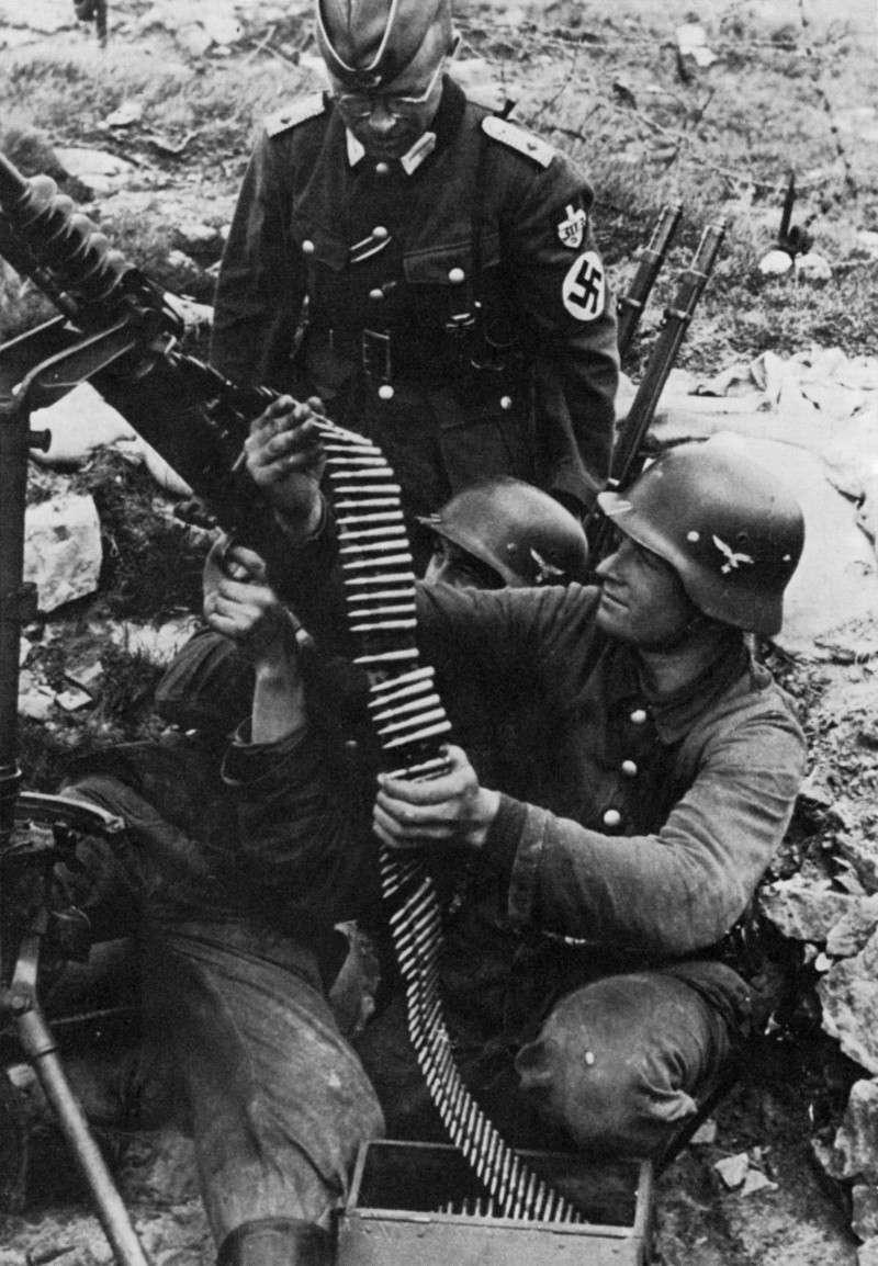 Les soldats de la Luftwaffe à l'instruction Gcjfgy10