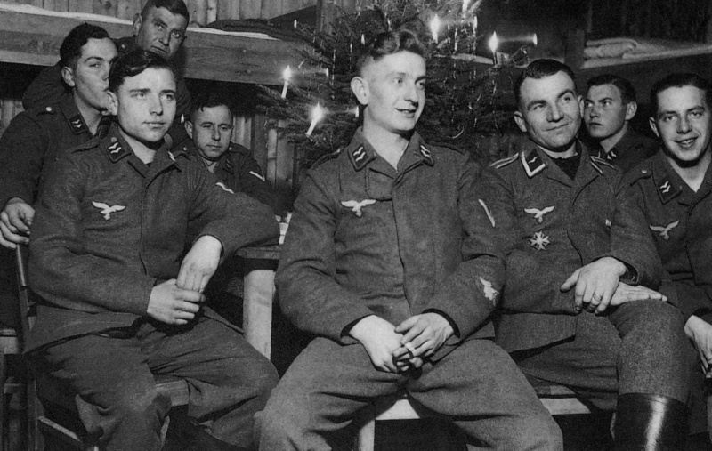 Les soldats de la Luftwaffe au repos ! Ij10