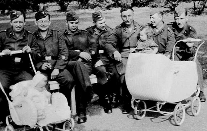 Les soldats de la Luftwaffe au repos ! - Page 2 Nou1010