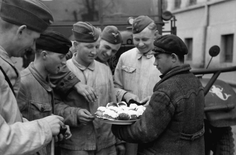 Les soldats de la Luftwaffe au repos ! - Page 2 Qsdfs110