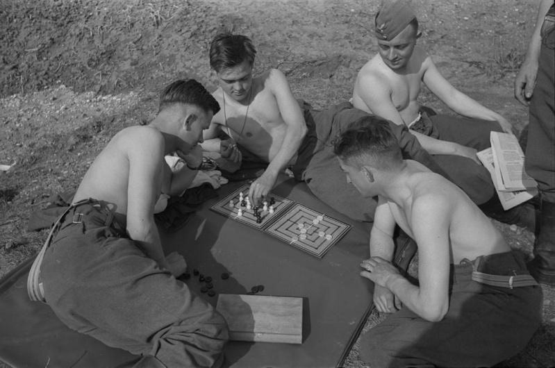 Les soldats de la Luftwaffe au repos ! - Page 2 Qzef1110