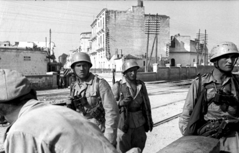 Les troupes de la Luftwaffe en Italie - Page 2 Rome10