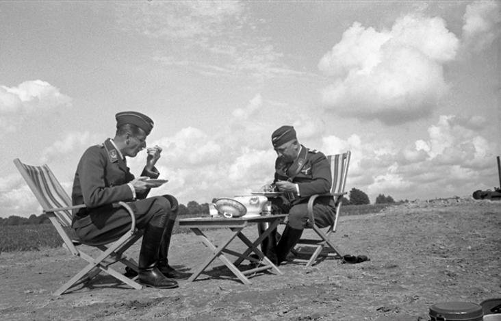 Les soldats de la Luftwaffe au repos ! - Page 2 Tyhrt-10