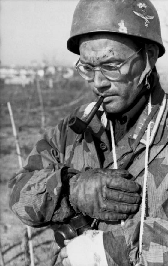 Les correspondants de guerre (Kriegsberichter) de la Luftwaffe - Page 2 Yfjgy10