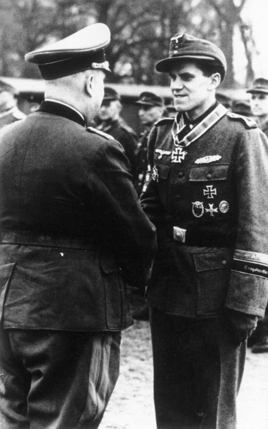 Les correspondants de guerre (Kriegsberichter) de la Luftwaffe - Page 2 Yiktgu10