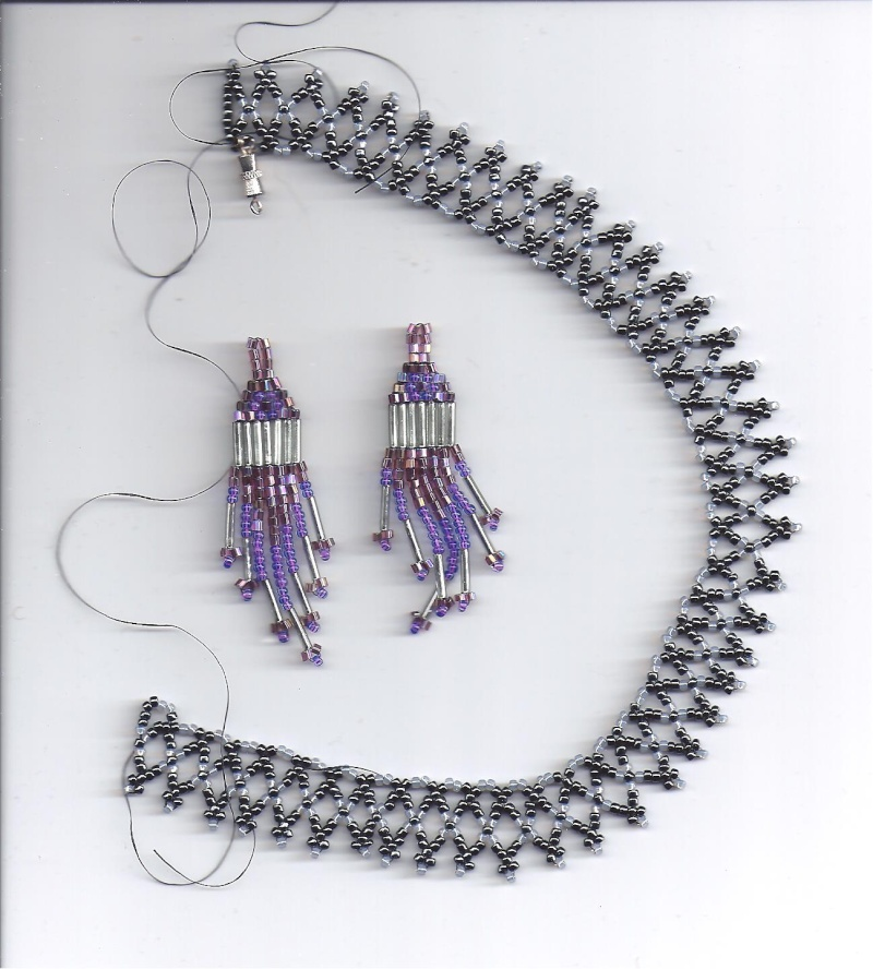 Beaded necklace and earrings Neckla10