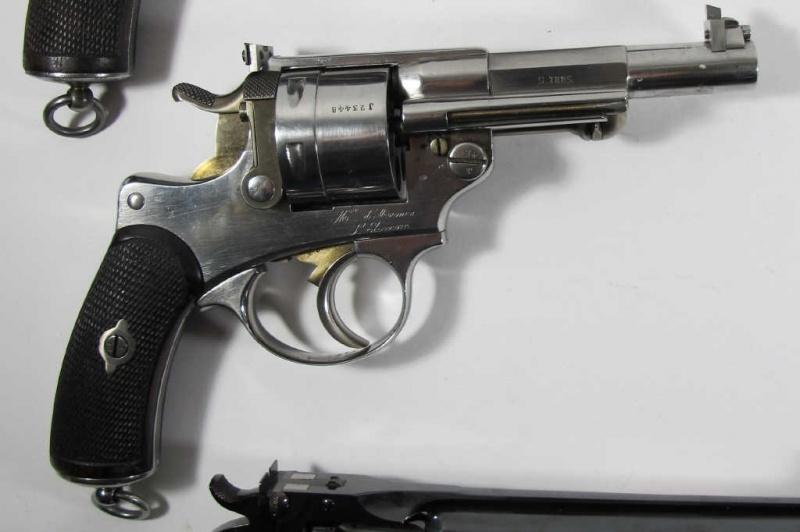 Un revolver 1873 étrange Revolv10