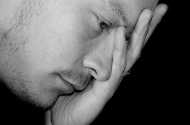 3 arsye qe e parandalojne mashkullin te qaj  Sad-ma10