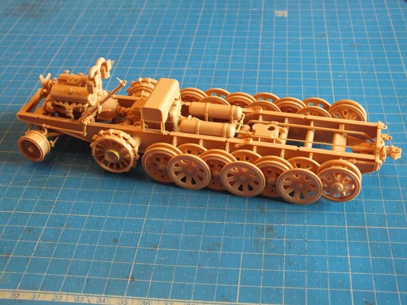 Sd.Kfz.8 Schwerer Zugkraftwagen 12 ton (Trumpeter 1/35) (DÉBUT DE PEINTURE) Dscf4142