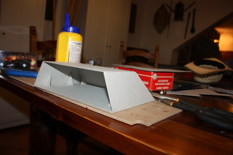 Display/piedistallo per modellino batmobile sc 1/43 Img_2015
