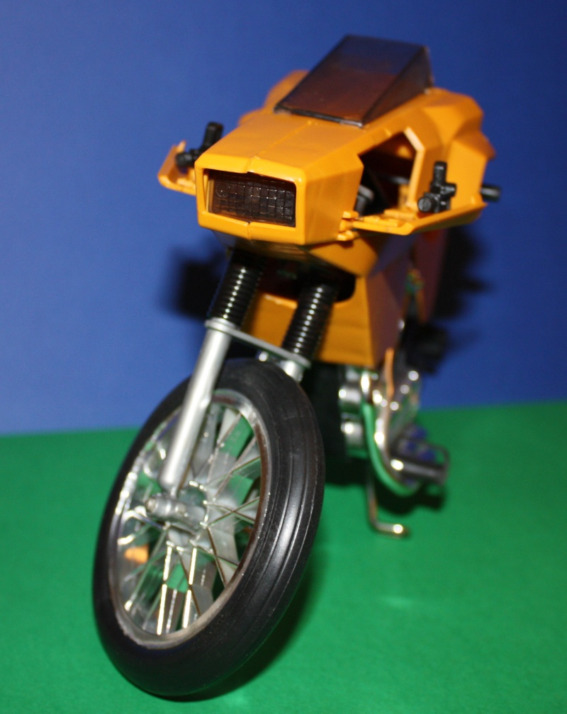 MOTO D'AZIONE No. 9585 Moto8110