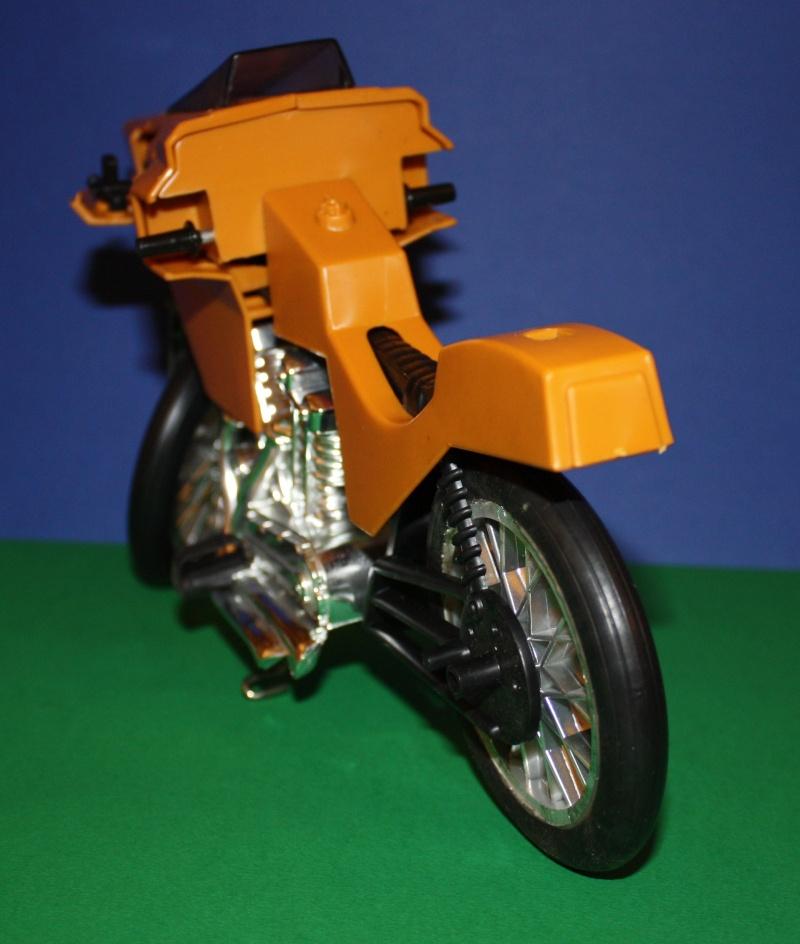 MOTO D'AZIONE No. 9585 Moto9110