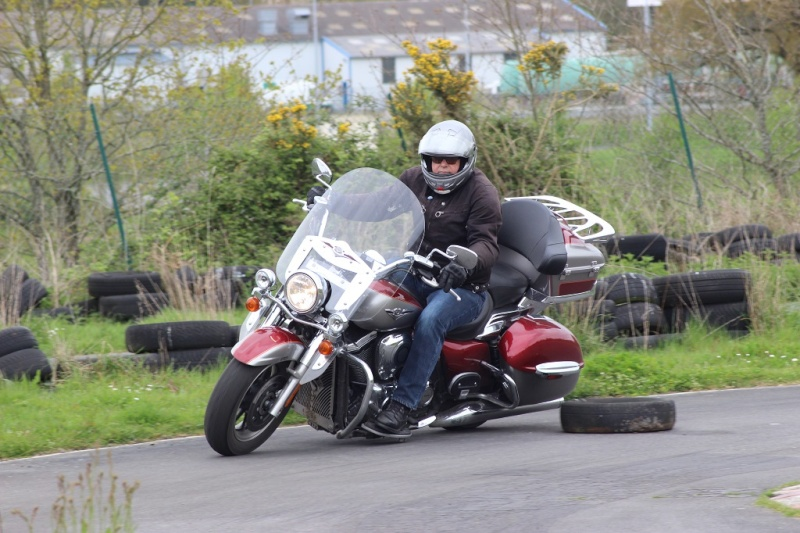 un KAWA en TERRASSE - perfectionnement à la conduite avec sa propre moto ... Img_1611