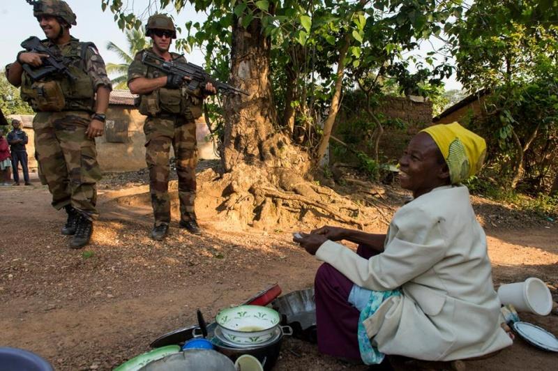 Intervention militaire en Centrafrique - Opération Sangaris - Page 2 1039