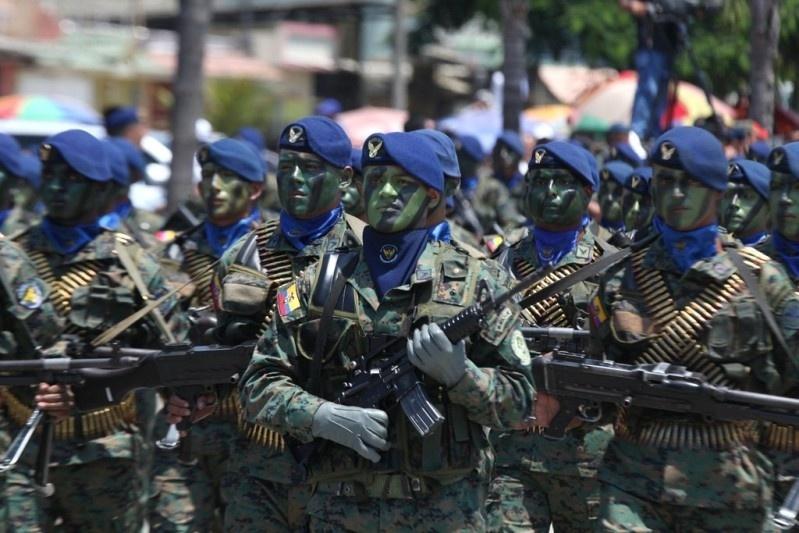Armée Equatorienne/Fuerzas Armadas del Ecuador - Page 4 1113