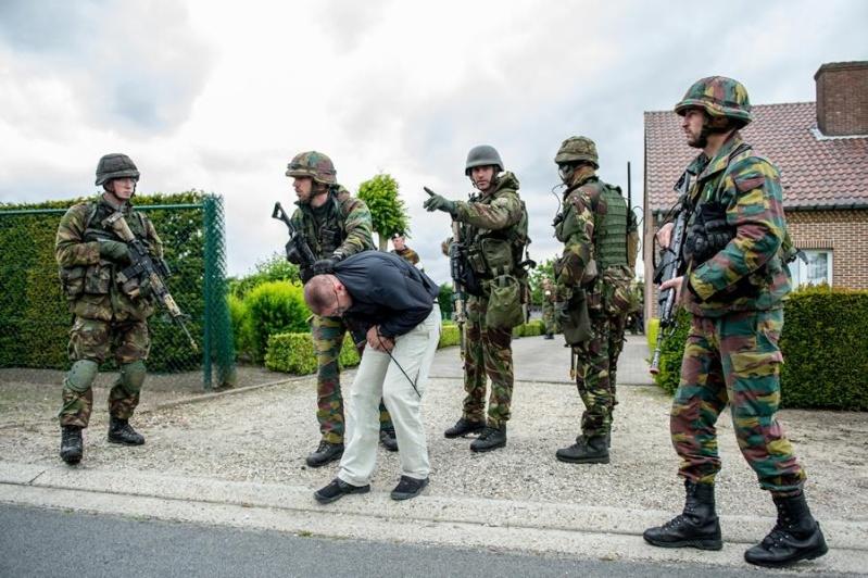 Armée Hollandaise/Armed forces of the Netherlands/Nederlandse krijgsmacht - Page 15 11179