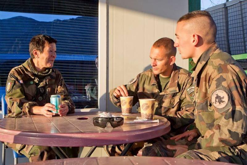 soldates du monde en photos - Page 7 14108
