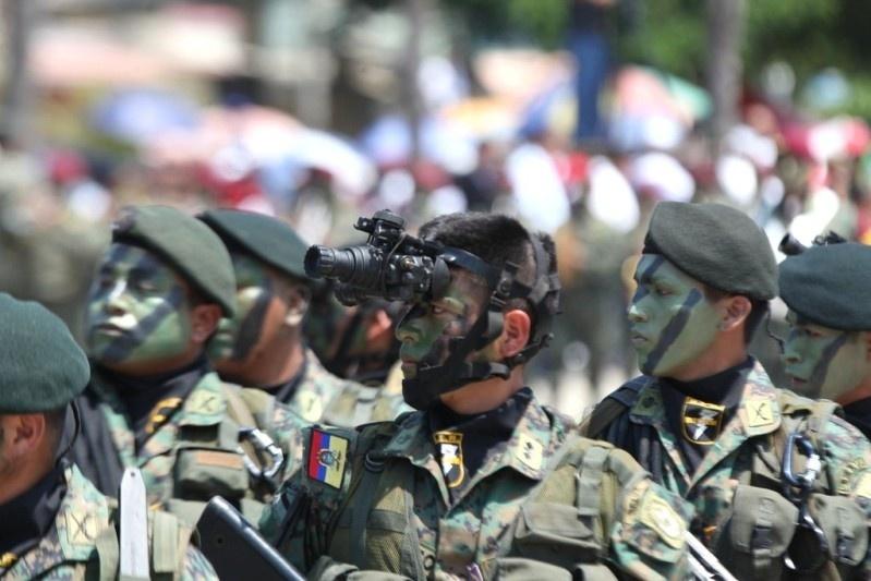 Armée Equatorienne/Fuerzas Armadas del Ecuador - Page 4 1413
