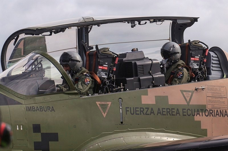 Armée Equatorienne/Fuerzas Armadas del Ecuador - Page 4 2104