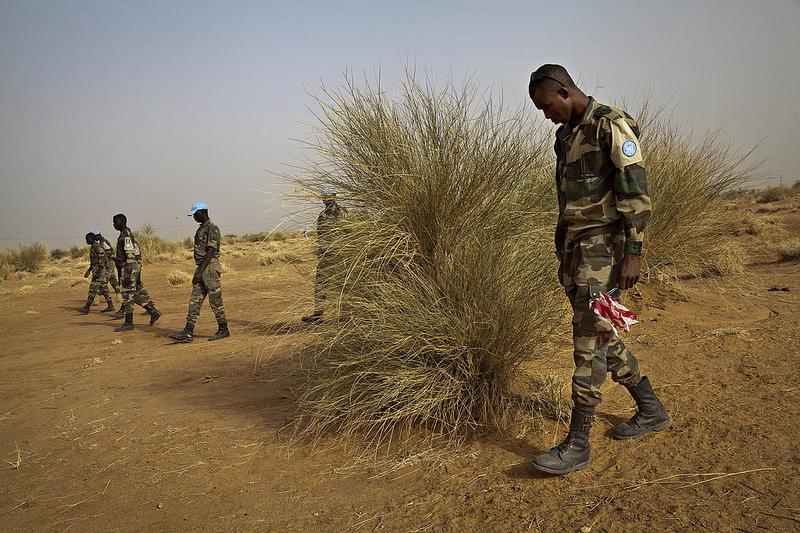 Armée Sénégalaise - Page 5 2426