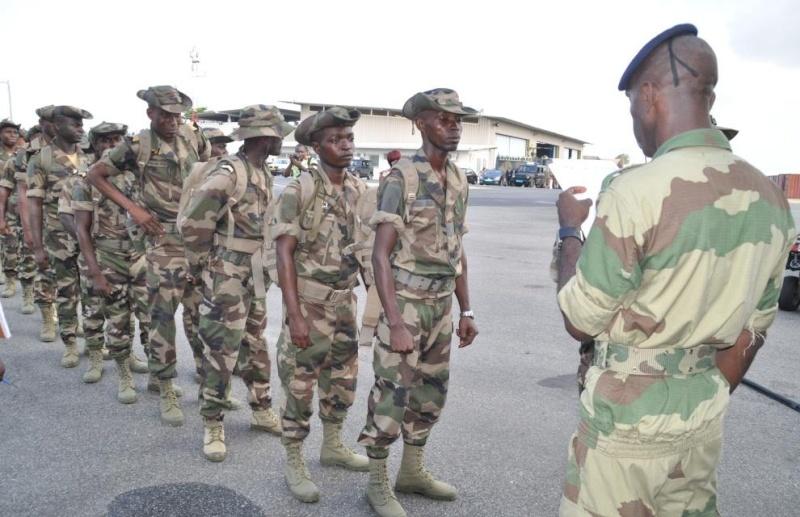 Armée du Gabon - Page 4 2484