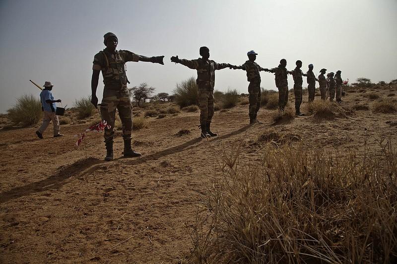 Armée Sénégalaise - Page 5 3321