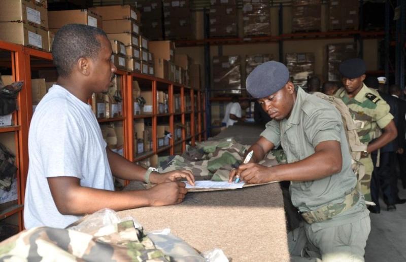 Armée du Gabon - Page 4 3363