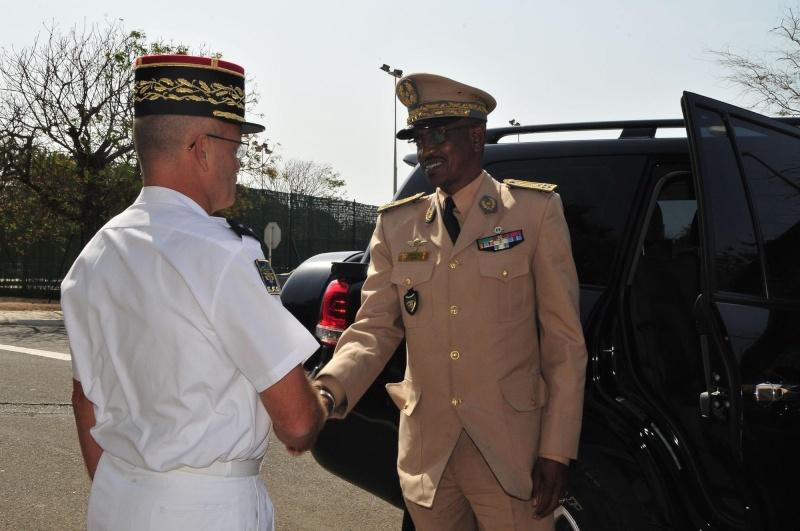 Armée Sénégalaise - Page 5 3400