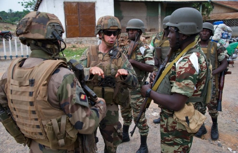 Forces Armées Camerounaises - Page 2 3471
