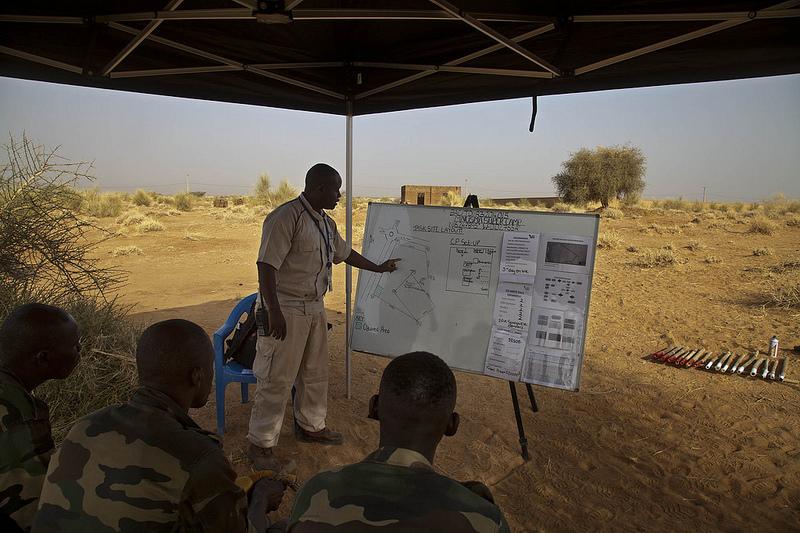 Armée Sénégalaise - Page 5 7137