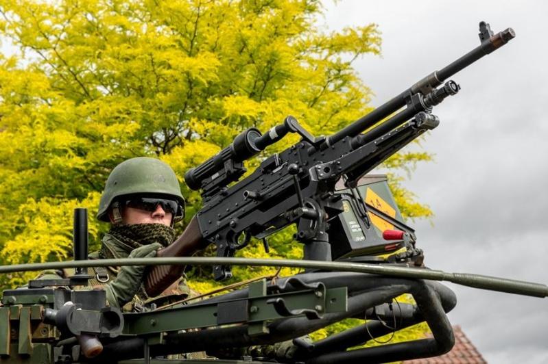 Armée Hollandaise/Armed forces of the Netherlands/Nederlandse krijgsmacht - Page 15 9156