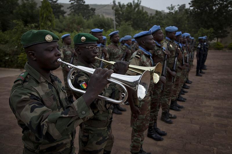 Armée Sénégalaise - Page 5 947