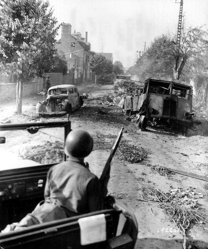 Les troupes de la Luftwaffe en Normandie - Page 4 P0004410