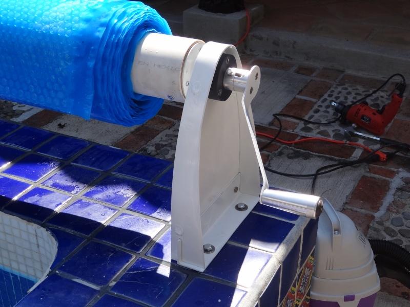 Custom made Pool Cover Reel Dsc04810