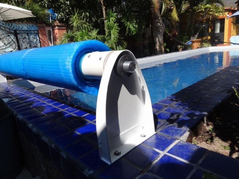 Custom made Pool Cover Reel Dsc04812