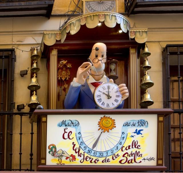 Relojes, campanas y las puertas de La Almudena 69321310