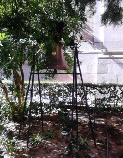 Relojes, campanas y las puertas de La Almudena Campan10