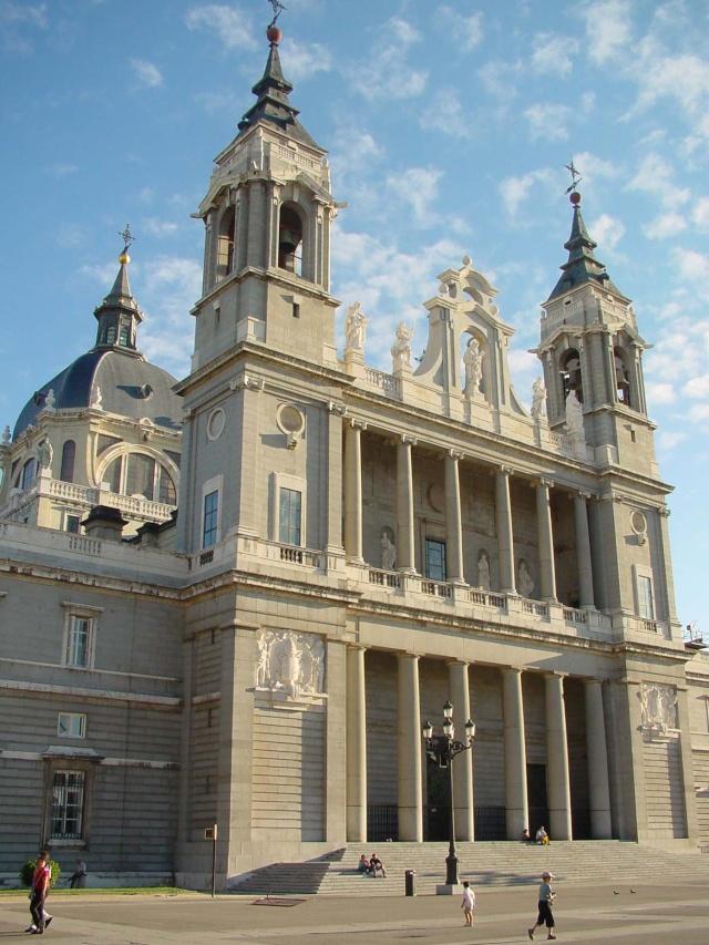 Relojes, campanas y las puertas de La Almudena Catedr10
