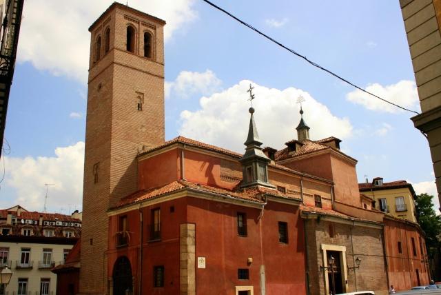 Relojes, campanas y las puertas de La Almudena San_pe10
