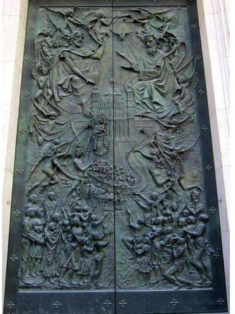 Relojes, campanas y las puertas de La Almudena Santis10