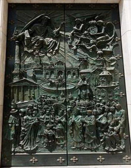 Relojes, campanas y las puertas de La Almudena Santis11
