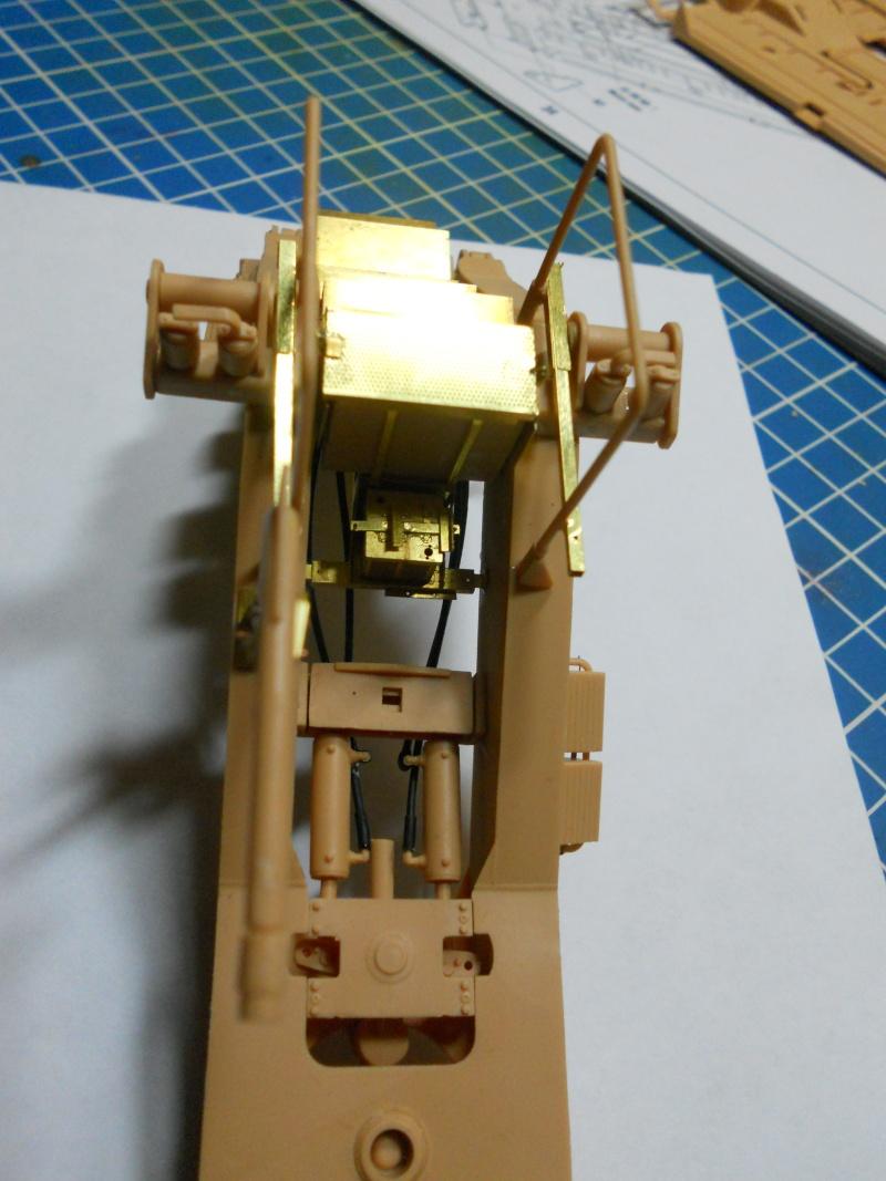 M1070 & M1000 Hobby Boss + photo-découpe E.T. Model 1/35  Dscn2437